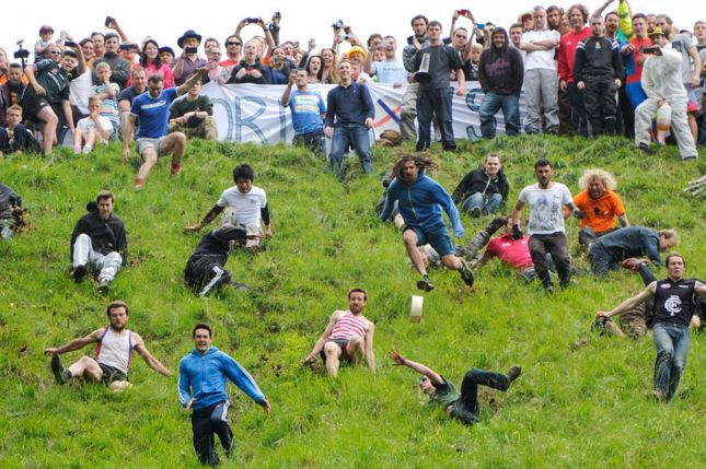 The-annual-cheese-rolling-competition3